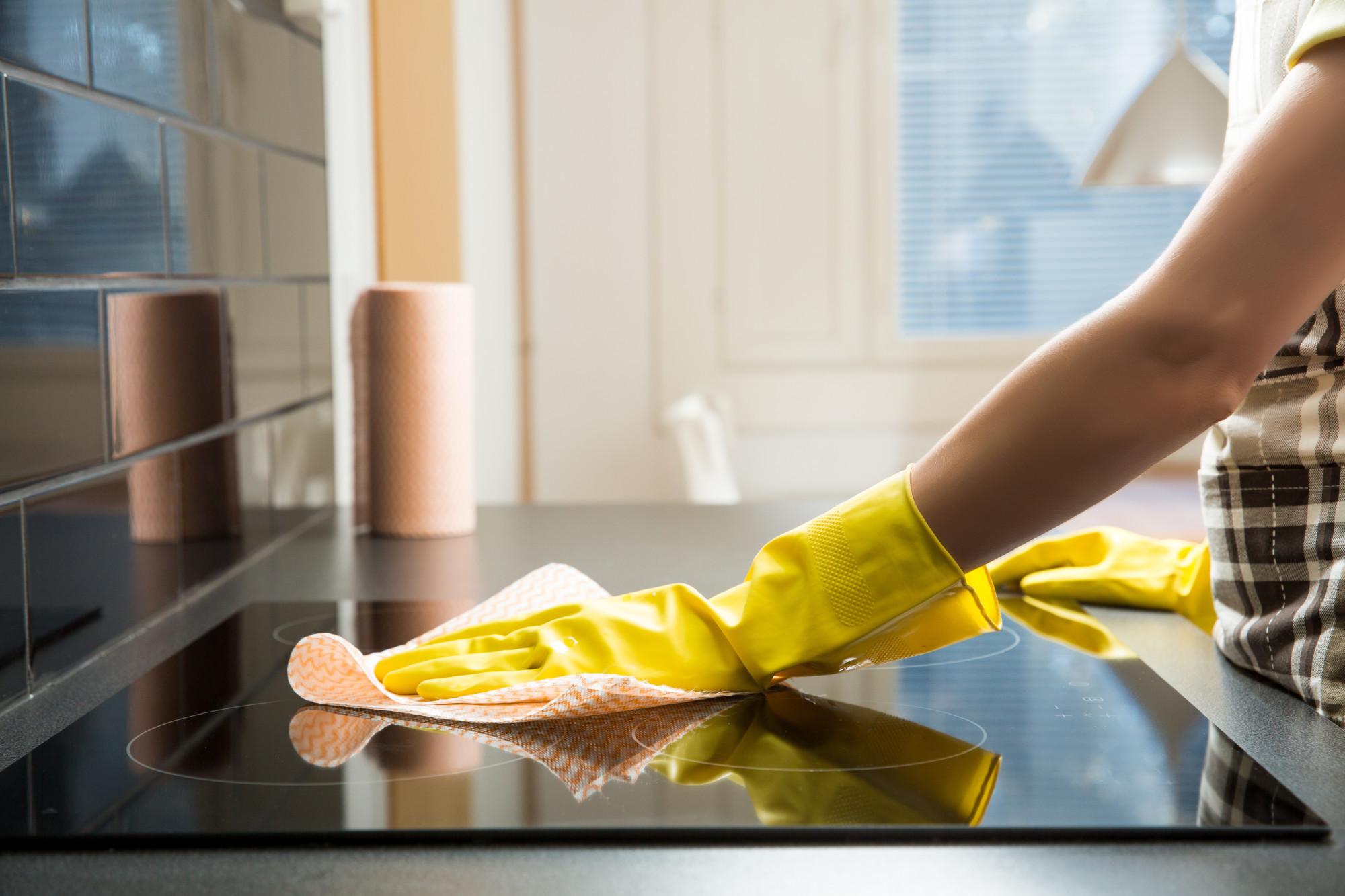 Как очистить плиту от жира и нагара