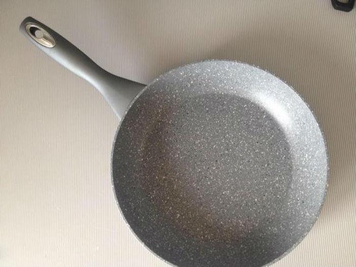 Сковороды с мраморным покрытием — плюсы и минусы такой посуды
