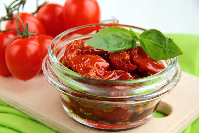 Нужно ли хранить вяленые помидоры в холодильнике?