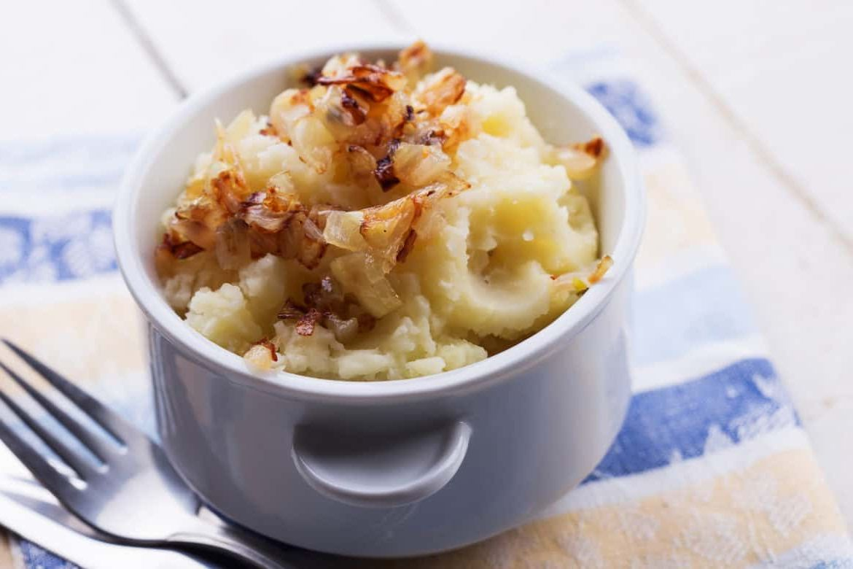 Как пожарить оставшееся картофельное пюре на сковородке?
