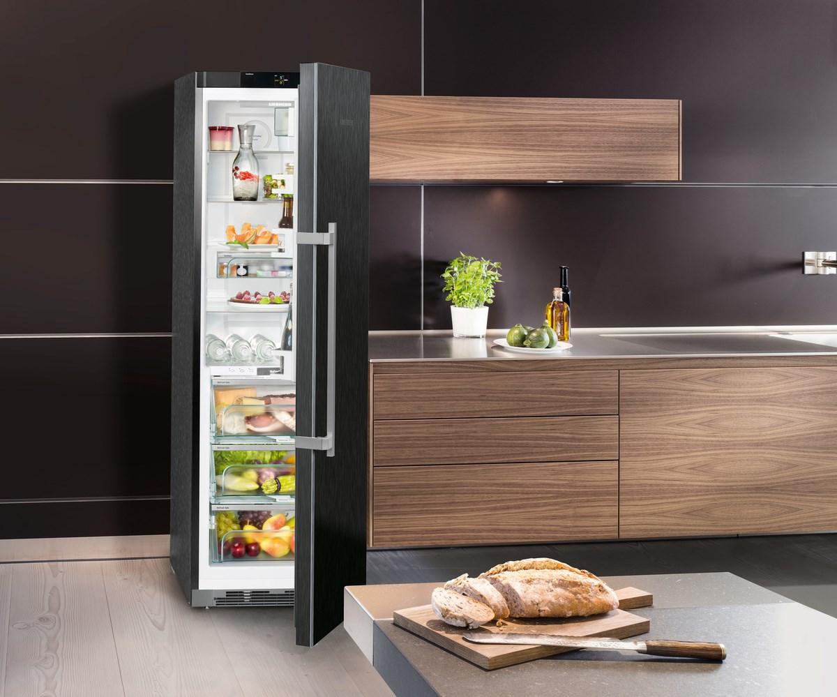 правильно сделать холодильник органичным элементом интерьера кухни